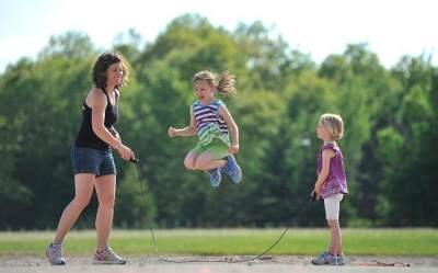 Ingin Mengajak Si Kecil Berolahraga Bersama? Coba Lakukan 3 Olahraga Seru ini!