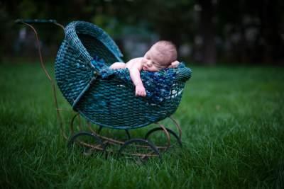 6) Jangan membawanya ke tempat ramai sebelum usianya lewat dari 40 hari!