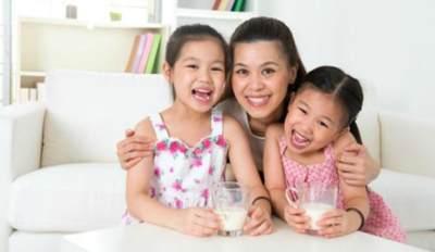 2. Bangun Suasana yang Menyenangkan Saat Minum Susu