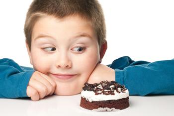3. Batasi Si Kecil Mengonsumsi Makanan Manis