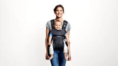 Tidak Boleh Sembarangan, Begini Cara Menggendong Bayi yang Tepat Sesuai Usia!