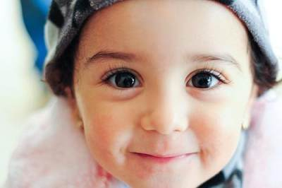 4) Menggunting Bulu Mata Bayi