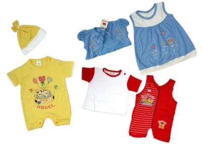 2. Gunakan Pakaian Bayi yang Tepat