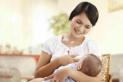 Jangan Sembarangan! Ini Dia Cara Benar Menghentikan Bayi Cegukan!