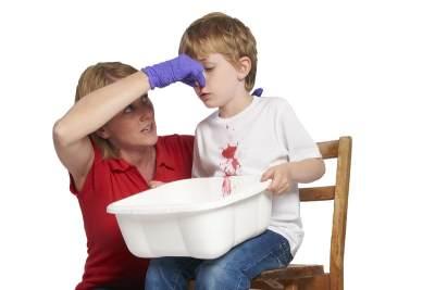 Inilah Pertolongan Pertama yang Wajib Dilakukan Ketika Si Kecil Mimisan!