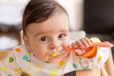 DIY: 4 Resep Bubur Buah yang Membantu Tumbuh Kembang Bayi Usia 6 Bulan Pertama