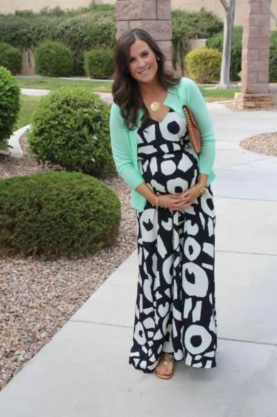 Ladies, Coba Maternity Dress Berikut Agar Tetap Tampil Memukau Saat Hamil