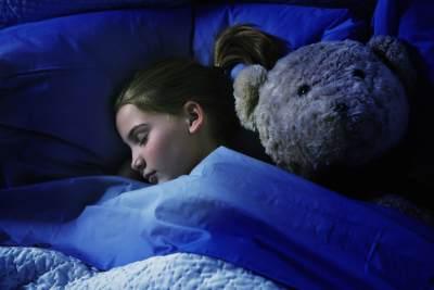 Sepele, Tapi Ternyata Ini Manfaat Membiasakan Anak Tidur dalam Keadaan Gelap!