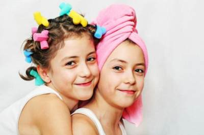 Psst, Ternyata Ini Positif dan Negatif dari Mengajak Anak Ke Salon yang Harus Kamu Tahu!