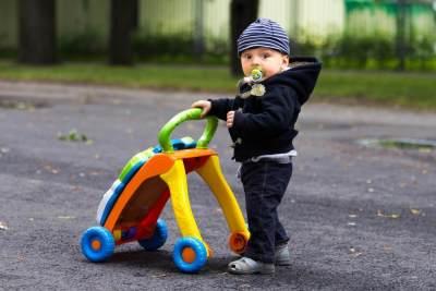 Saatnya Rangsang Kemampuan Berjalan Anak dengan Mainan-Mainan Lucu Ini!