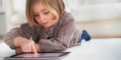 Ini Dia Tips Mengenalkan Gadget Pada Anak yang Wajib Bunda Tahu!