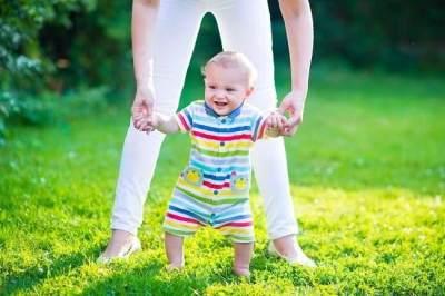 Enggak Punya Baby Walker? Enggak Masalah! Yuk Latih Anak Kamu Berjalan dengan Tips Ini