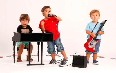 2) Ikut Kelas Musik, Tari dan Akting