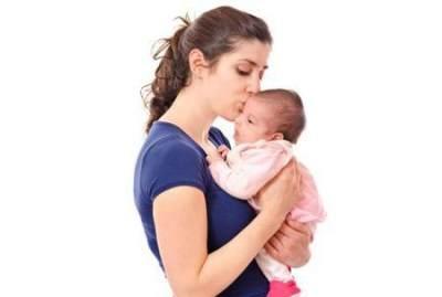 2. Dukung Kepala Bayi dan Bagian Bawahnya