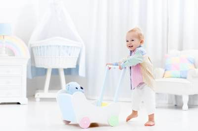 Ingin Anak Cepat Berjalan? Bantu Saja dengan Alat Mainan Ini Yuk!