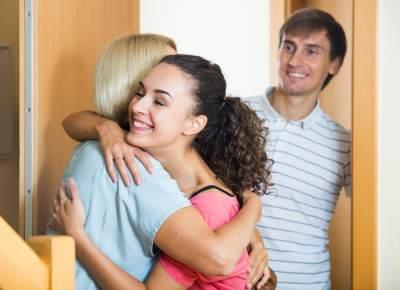 1) Anggap Mertua Itu Orangtua Kamu Sendiri