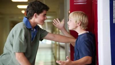 "2) Ajarkan Anak untuk Berkata ""Berhenti!"" atau Laporkan pada Orang Dewasa"