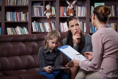3) Bicarakan dengan Pihak Sekolah Mengenai Bully pada Anak