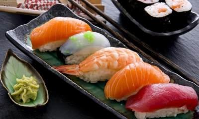 Hindari Makanan Laut Mentah atau Terkontaminasi