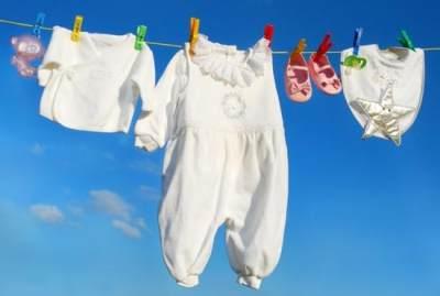 Rajin Cuci Pakaian dan Selimut Bayi