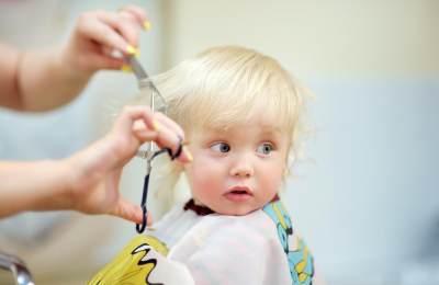 4) Potong Rambut Bayi