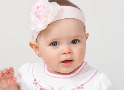Agar Tidak Salah, Ini Lho Waktu yang Tepat Untuk Menindik Telinga Bayi