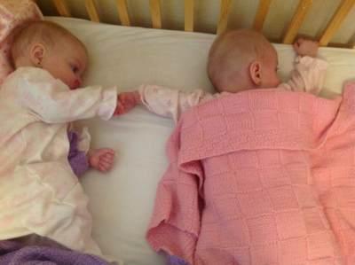 4) Menidurkan Anak Kembar