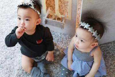 5) Enggak Perlu Membeli Barang Kembar atau Serupa untuk Anak Kembarmu