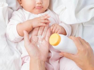 Awas! Dibalik Aromanya yang Wangi, Ternyata Ini Bahaya Bedak Bayi Untuk Si Kecil