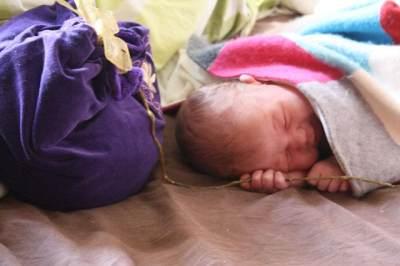 Cari sebanyak mungkin infomasi tentang kelahiran lotus birth