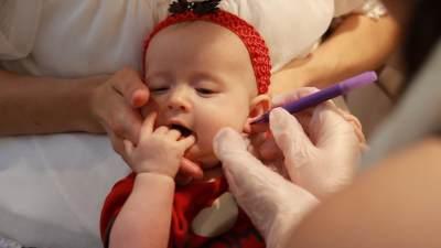Bolehkah Menindik Telinga Bayi Perempuan? Yuk, Simak Penjelasannya Moms!