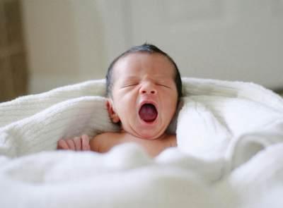 Bayi Terlilit Tali Pusat? Hati-hati, Mungkin Ini Penyebabnya Moms!