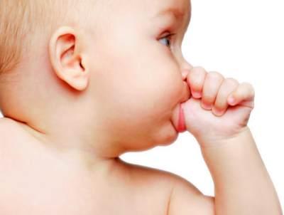 Moms, Ternyata Begini Trik Jitu Agar Anak Berhenti Menghisap Jempol