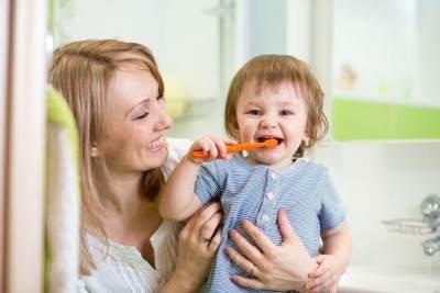 Waspada Moms! 4 Hal Ini yang Menyebabkan Gigi Anak Usia 3 Tahun Menjadi Kuning
