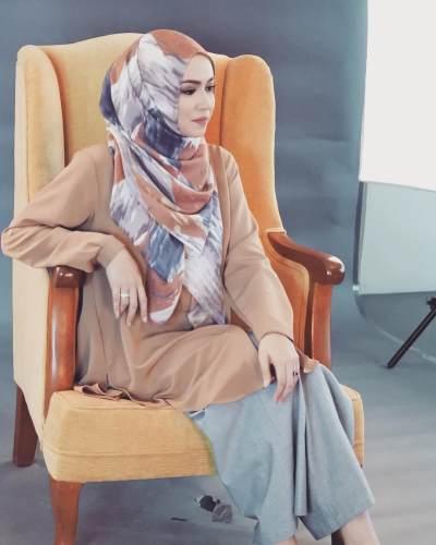 Inspirasi Fashion Saat Hamil Ala Aryani Fitriana
