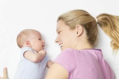 1. Ayo Ajak Bayi Bicara Setiap Hari!