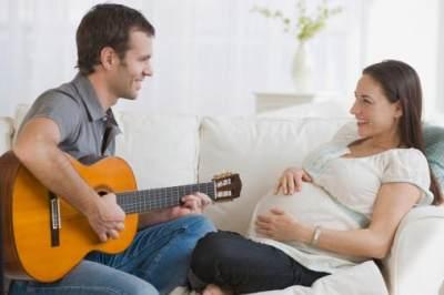 3. Menyanyikan Lagu dan Memutar Musik