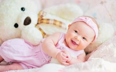 Wow, Ternyata Bayi Baru Lahir Bisa Melakukan 8 Gerak Refleks Ini Lho, Moms!