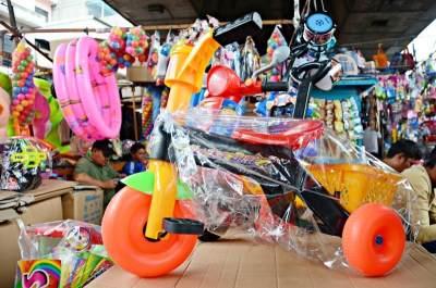 Ingin Beli Mainan Dengan Harga Miring Untuk Bayi? Di Sini Tempatnya Moms!
