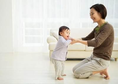 Coba Deh Moms, 4 Cara Jitu Ini Bisa Bikin Si Kecil Cepat Berjalan Lho