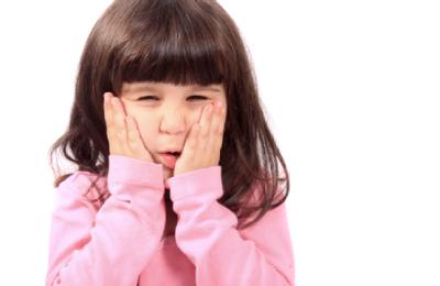 Si Kecil Rewel Karena Sakit Gigi? Ini Pertolongan Pertama yang Harus Moms Lakukan