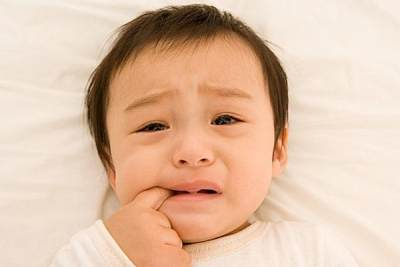 Yuk, Moms Ikuti Cara Ini Untuk Atasi Si Kecil yang Rewel Saat Mau Tumbuh Gigi