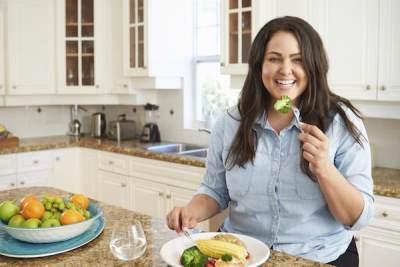 Mengonsumsi Makanan Kaya Nutrisi