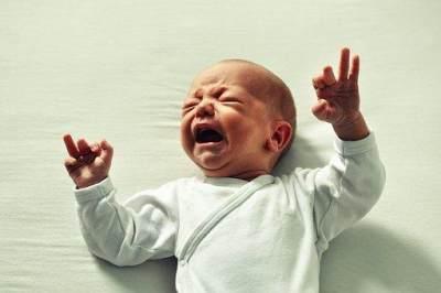 """Hari-3 Letakan Bayi di Tempat Tidur dan """"Biarkan"""" Ia Menangis Sebelum Tidur"""