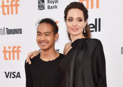 Lucunya, Walaupun Sudah Besar, Anak Angkat Artis Hollywood Ini Tidak Malu Gandeng Tangan Orangtuanya