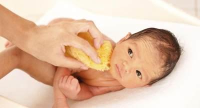 Memandikan Bayi Baru Lahir