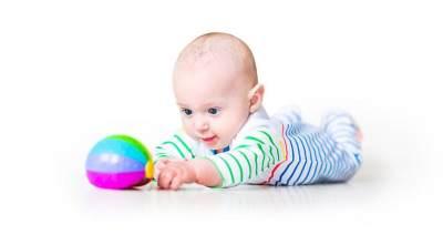 Peran Orang Tua Pada Perkembangan Bayi