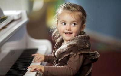 Sssst! 4 Tanda Ini Menunjukkan Kalau Si Kecil Calon Anak Cerdas Lho Moms