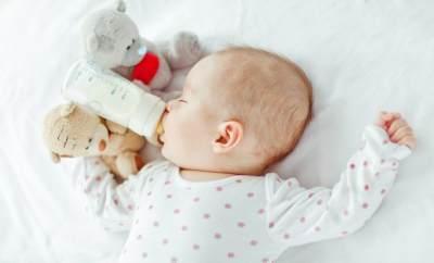 Awas! Kebiasaan Salah Mencuci Botol Susu Bayi Ini Ternyata Bisa Berbahaya Lho