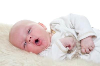 Kenapa Sih Bayi Rentan Batuk? Ternyata Ini 4 Penyebabnya Lho Moms